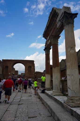 pompeii-walk